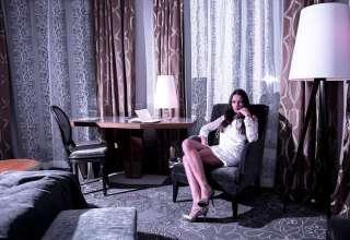bride-hotel-room