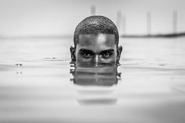 head-swimming-man-swimmer