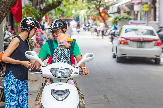 scooter-suzuki-family-safety-child